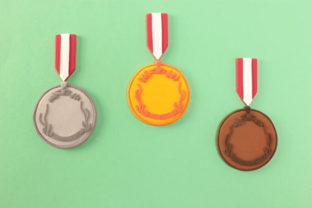 オリンピックでは3位までメダルもらえるけれど派遣・非正規は1位取らなきゃ「その他大勢」と同じ。