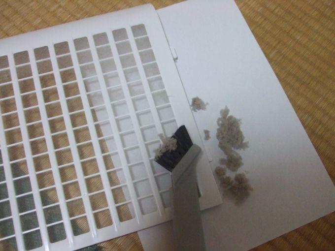 KC-D50はどれだけホコリを吸っているのかお掃除して確かめてみます。