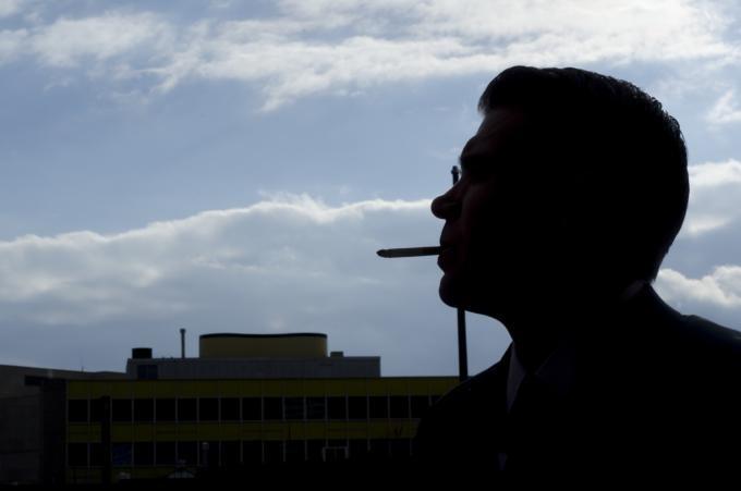 喫煙席で「タバコが煙い」とか文句いってるババァ。ウザいからどっかいけ!!