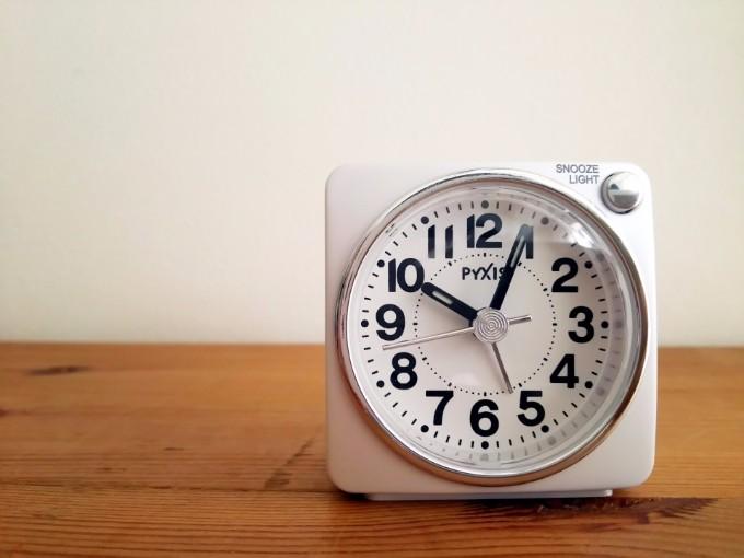 目覚ましには、目覚まし時計だけを使う