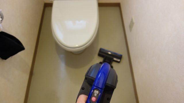 1.床にあるものを全部どけて、軽く掃除機をかける(20秒)